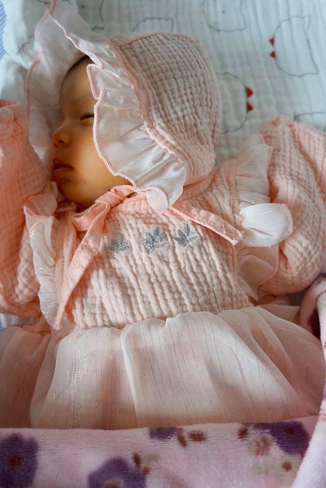 Lâu lâu mới lên sóng, con gái 6 tháng tuổi của Jennifer Phạm biểu cảm cực dễ thương-5