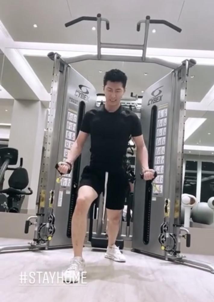 Thiên kim tiểu thư vua sòng bài Hà Hồng Sân update MXH sau lễ tang cha-2