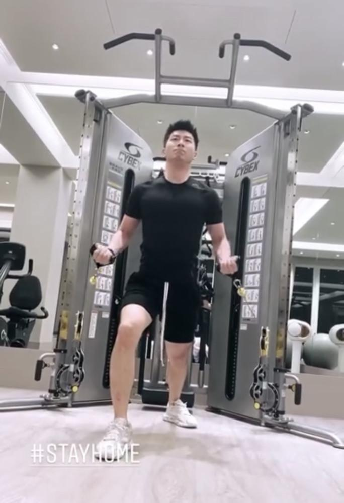 Thiên kim tiểu thư vua sòng bài Hà Hồng Sân update MXH sau lễ tang cha-3