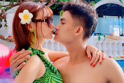Vợ sắp cưới khoe 'ảnh nóng' bên Mạc Văn Khoa sau thông báo hoãn tổ chức hôn lễ