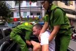 Người đàn ông ngoại quốc ở Khánh Hòa 'ngáo đá' cầm dao đe dọa người đi đường