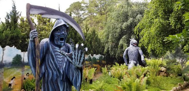 Tạm dừng hoạt động khu du lịch Quỷ Núi: Những bức tượng phản cảm chưa được cấp phép-1