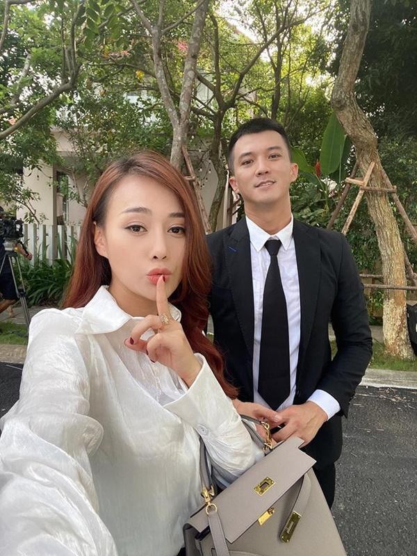 Phương Oanh, Lã Thanh Huyền đua nhau trưng diện hàng hiệu trên phim-3