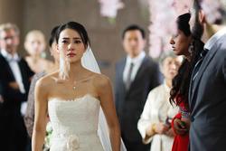 MC nhắc đến 3 lần mà chú rể vẫn không chịu trao nụ hôn cho cô dâu và hành động bất ngờ sau đó