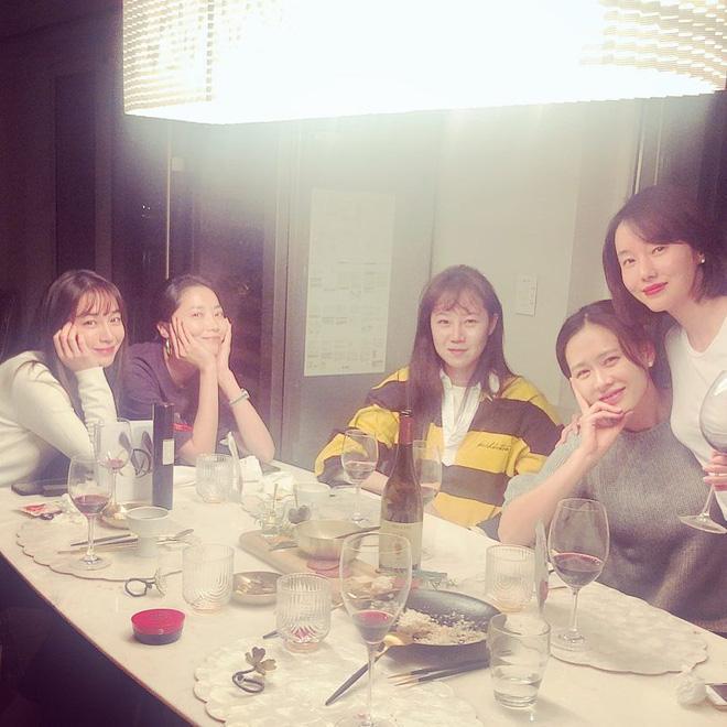 Hội bạn thân của chị đẹp Son Ye Jin quy tụ toàn gương mặt quyền lực-1