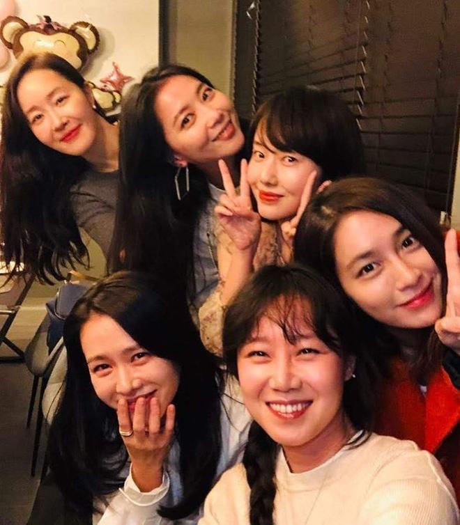 Hội bạn thân của chị đẹp Son Ye Jin quy tụ toàn gương mặt quyền lực-2