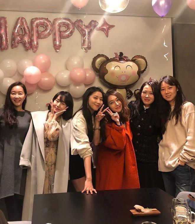 Hội bạn thân của chị đẹp Son Ye Jin quy tụ toàn gương mặt quyền lực-3