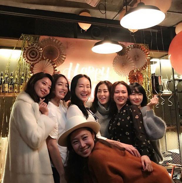 Hội bạn thân của chị đẹp Son Ye Jin quy tụ toàn gương mặt quyền lực-4
