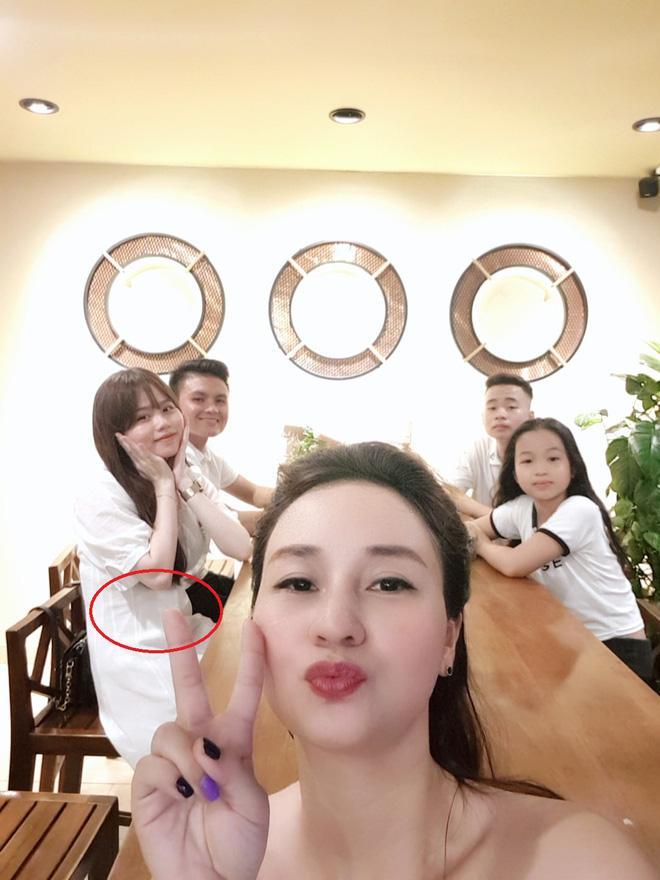 Người yêu Quang Hải bị soi vòng 2 lớn bất thường-3