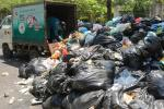 Thêm 1 bãi tập kết rác bị chặn, Hà Nội tiếp tục ùn ứ 9.000 tấn rác thải