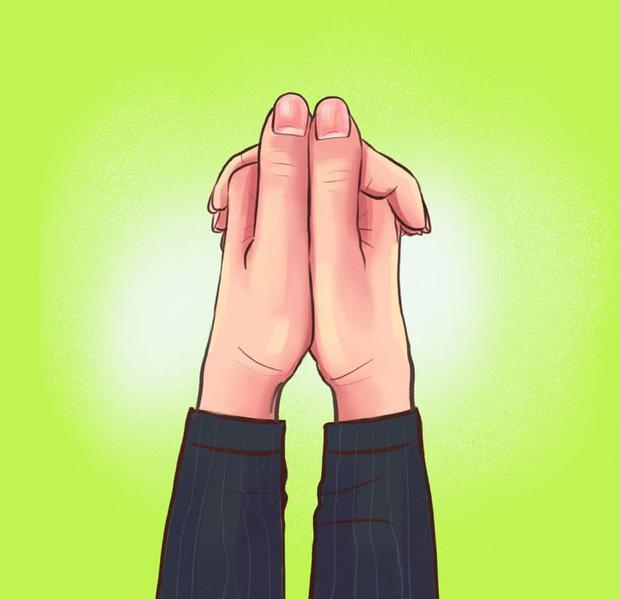 Nắm hai tay lại và xem ngón tay đặt như thế nào: Bài test đơn giản hé lộ bí mật sâu kín nhất về tính cách của bạn-3