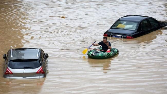 Mưa lớn không ngừng, đập Tam Hiệp bất lực để ngăn lũ ở sông Dương Tử-1