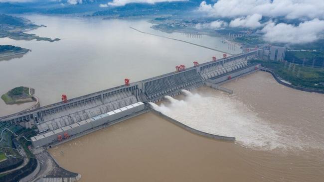 Mưa lớn không ngừng, đập Tam Hiệp bất lực để ngăn lũ ở sông Dương Tử-2