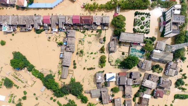 Mưa lớn không ngừng, đập Tam Hiệp bất lực để ngăn lũ ở sông Dương Tử-3