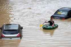 Mưa lớn không ngừng, đập Tam Hiệp bất lực để ngăn lũ ở sông Dương Tử