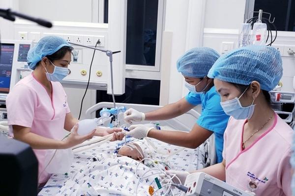 Hai bé song sinh Trúc Nhi, Diệu Nhi đang tập cai máy thở-1