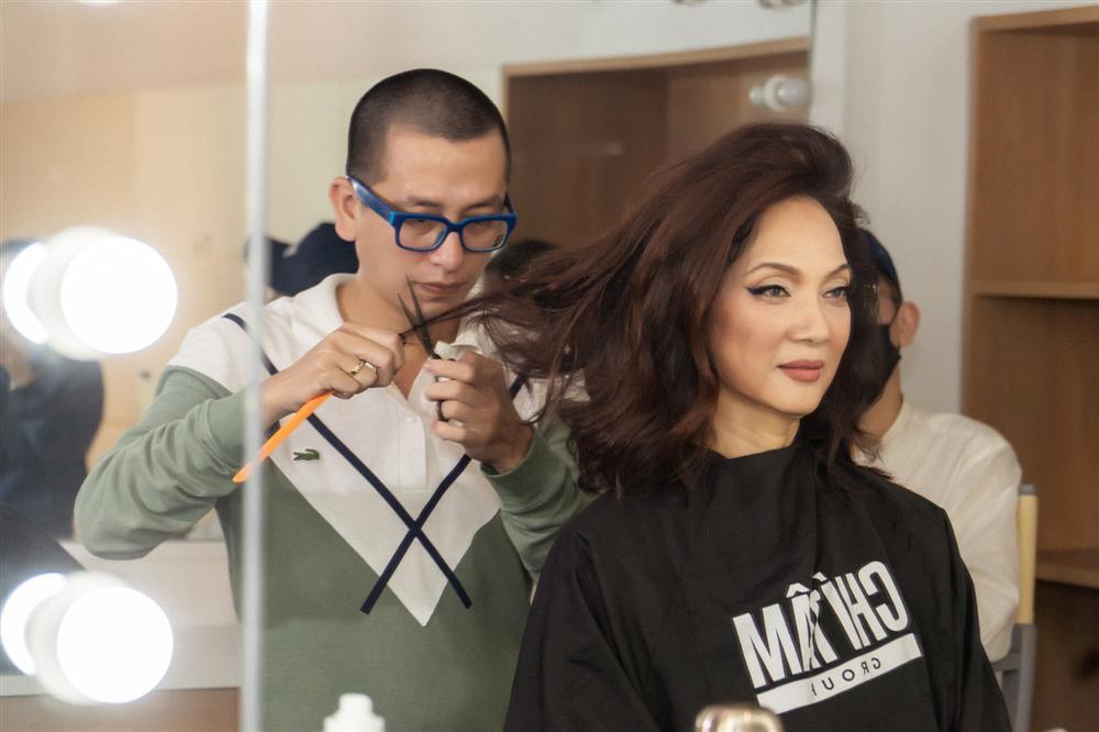 NSND Lê Khanh gây shock khi cắt phăng mái tóc dài gìn giữ 20 năm-5