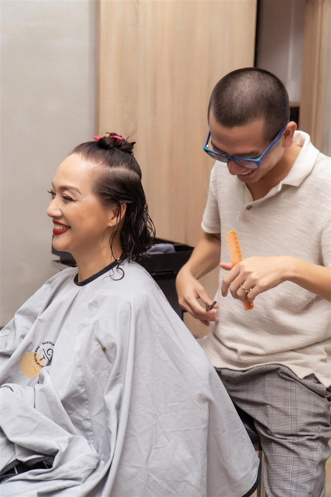 NSND Lê Khanh gây shock khi cắt phăng mái tóc dài gìn giữ 20 năm-6