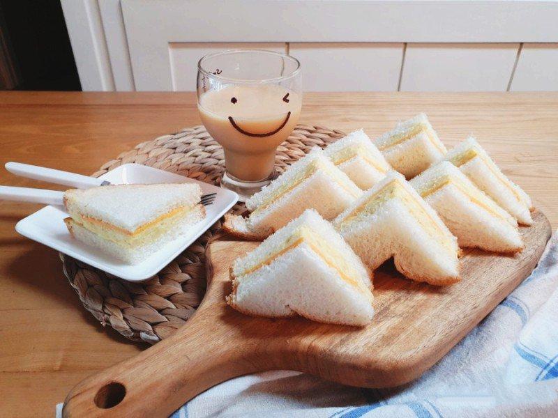 Muốn có bữa sáng nhanh thần tốc lại ngon lành thì món bánh mì kẹp này là lựa chọn số 1-4
