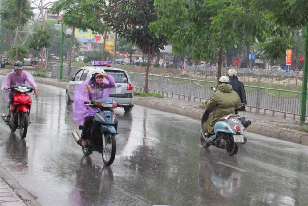 Sau những ngày nắng miệt mài, miền Bắc được hứa hẹn thỏa sức tắm mưa-1