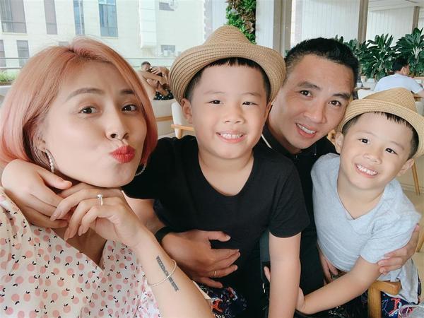 Sau 5 năm tái hôn, tiết lộ xưng hô lạ đời Mạnh Hùng dành cho 2 con riêng MC Hoàng Linh-1