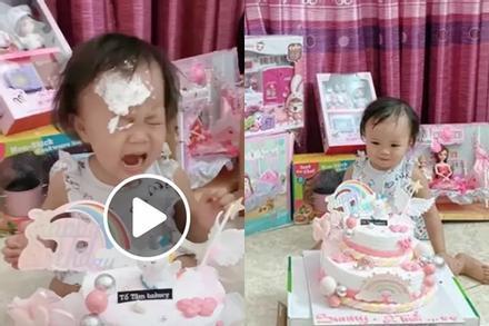 'Lầy' như Quế Ngọc Hải: Úp bánh sinh nhật vào mặt con gái làm Sunny khóc thét trong ngày tròn 2 tuổi