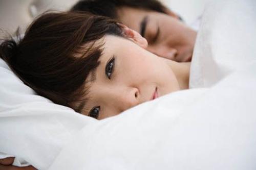 Ngủ vẫn gọi tên tình cũ, chồng bị vợ tát rụng răng còn mang đi làm một việc khiến ai nấy cười bò-4