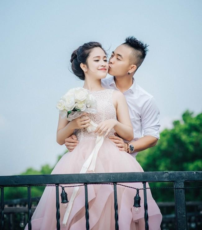 Cưới hotgirl Hà Thành, Phúc Bồ coi vợ như nữ hoàng, tắm rửa thay tã cho con tự làm hết-1