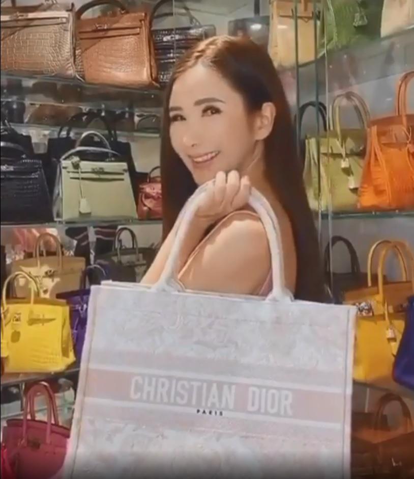 Chị em Ngọc Trinh – Phượng Chanel có song kiếm hợp bích thì cũng phải nể phục người phụ nữ chi 350 triệu sắm chiếc túi Hermès vô dụng-2