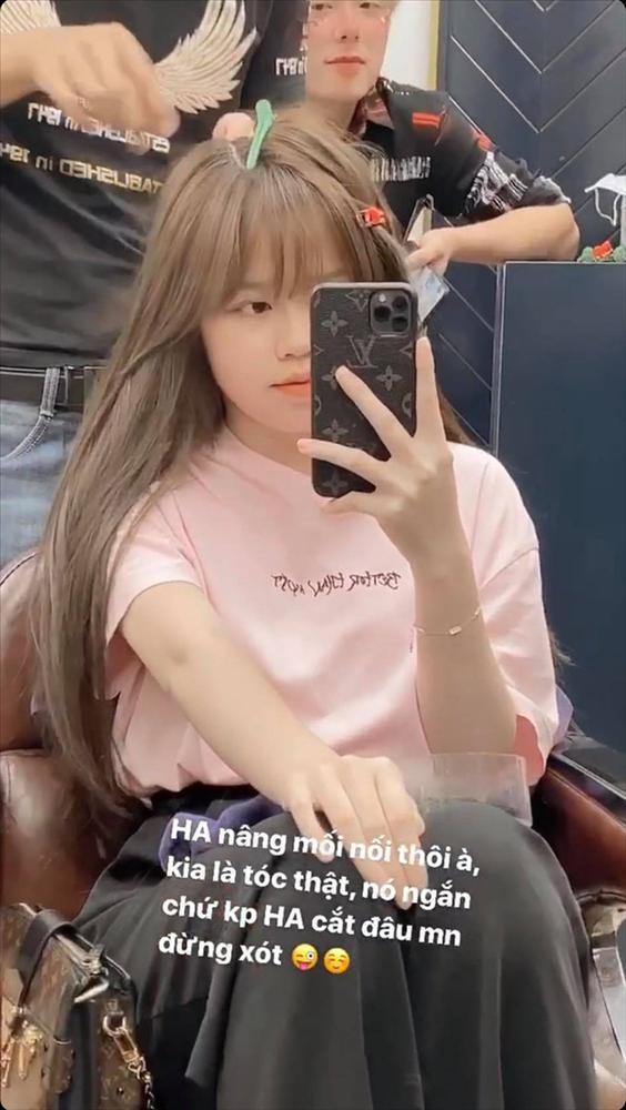 Huỳnh Anh (bạn gái Quang Hải) khiến fan hốt hoảng vì cắt phăng mái tóc dài-2