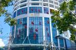 Cả tập đoàn người nhện 'đu đưa' ở tòa nhà cao tầng gây bão MXH, tưởng quay phim hóa ra sự thật phũ phàng