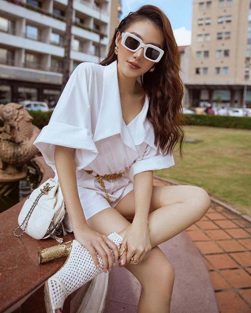 Mẹ bầu Sara Lưu khoe style giấu bụng tinh tế hơn Hà Hồ nhờ đôi dép tổ ong-5