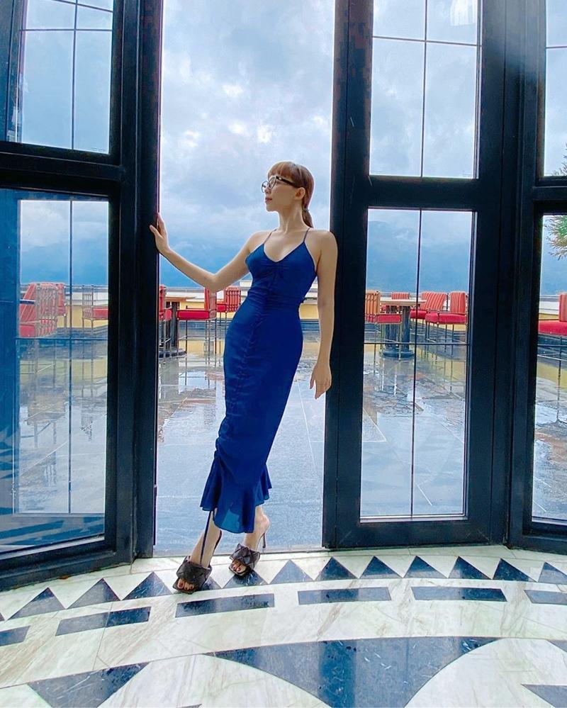 Diện đầm xanh blue cổ điển: Hà Tăng trẻ trung như gái teen - Tóc Tiên khoe dáng đồng hồ cát-9