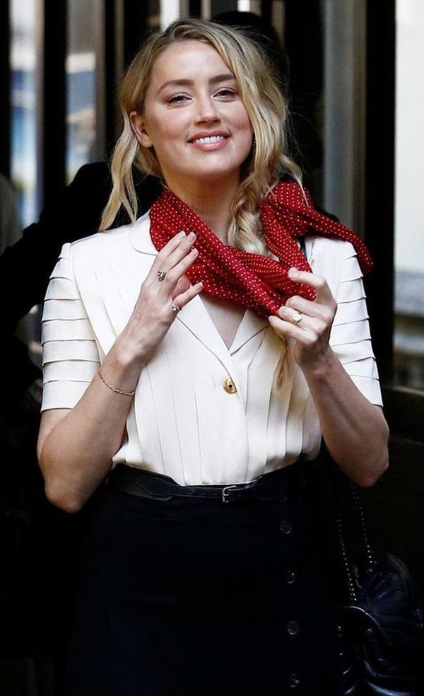 Amber Heard tố Johnny Depp từng đẩy Kate Moss ngã cầu thang-2