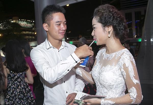 Phản ứng của chồng sao Việt khi vợ đóng cảnh nóng