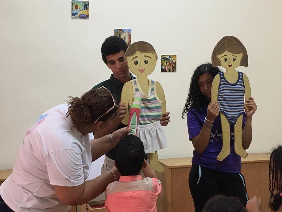 Từ clip người phụ nữ để trẻ sờ vùng nhạy cảm: Hãy dạy bé sớm về giới tính-2