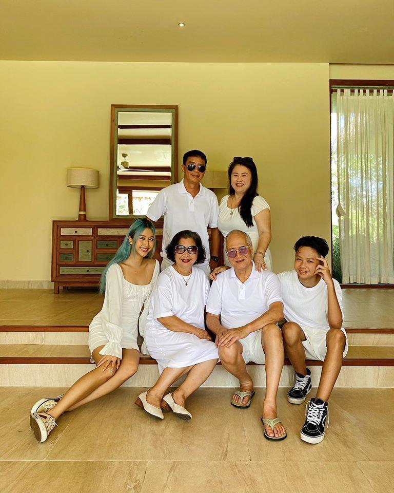Khoe ảnh du lịch cùng gia đình, ngoại hình bố ruột Quỳnh Anh Shyn chiếm spotlight-2
