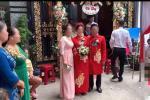 Màn rước dâu hiếm có: Mẹ chồng dắt tay con dâu đi thẳng sang nhà 'hàng xóm' đối diện làm ai nhìn cũng thèm muốn