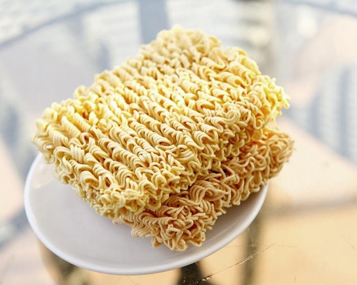 Ăn mì tôm bao năm nhưng bạn đã biết vì sao sợi mì lại lượn sóng chưa?-2