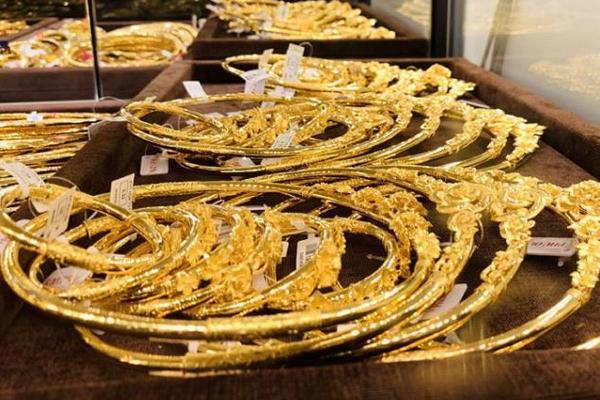 Giá vàng trong nước lại tăng như vũ bão, vượt mốc 55 triệu đồng/lượng-1