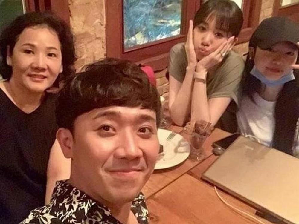 Mẹ Hari Won thấy tội lỗi với Trấn Thành vì không biết dạy con gái