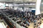 Du lịch mùa cao điểm, cần chuẩn bị gì trước 'biển người' ở sân bay và các điểm vui chơi?