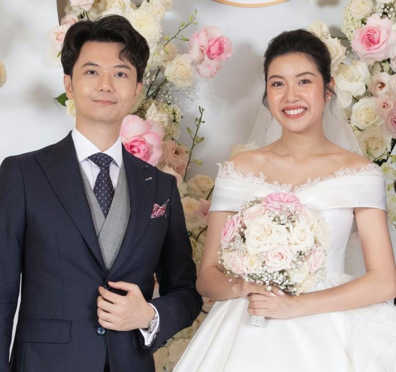 Mẹ chồng Á hậu Thúy Vân nói gì khi con dâu bất ngờ công khai bầu trước khi cưới?-1