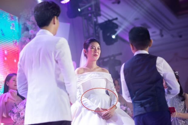 Mẹ chồng Á hậu Thúy Vân nói gì khi con dâu bất ngờ công khai bầu trước khi cưới?-2