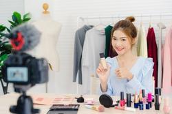 Lật tẩy 4 mánh khóe livestream bán hàng nghìn đơn của các shop online