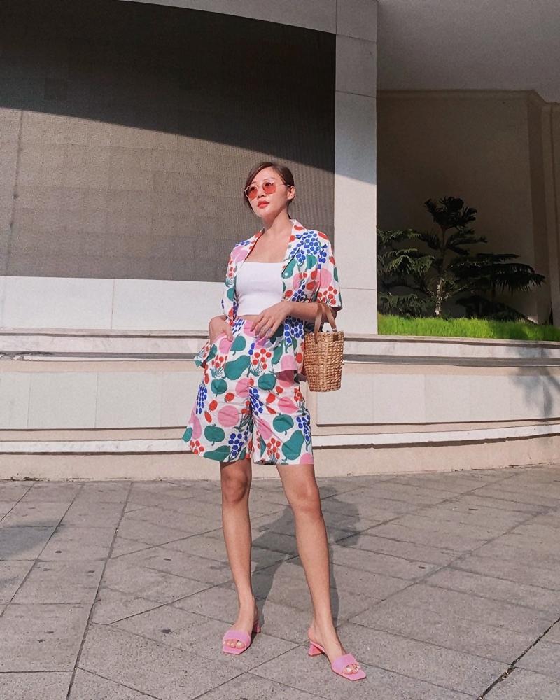 Chi Pu - Thúy Vi khoe eo triệt để với áo croptop nhưng nàng sexy - người năng động-4