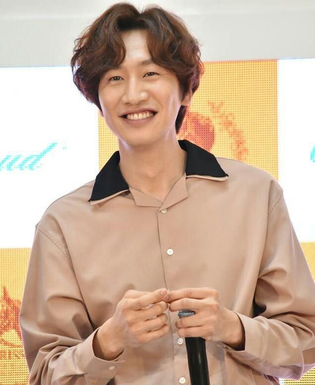 Nam idol Trung Quốc nổi tiếng nhờ ngoại hình giống hệt Lee Kwang Soo-4
