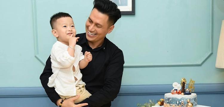 Việt Anh cho thấy hình ảnh ông bố mẫu mực sau 1 năm ly hôn
