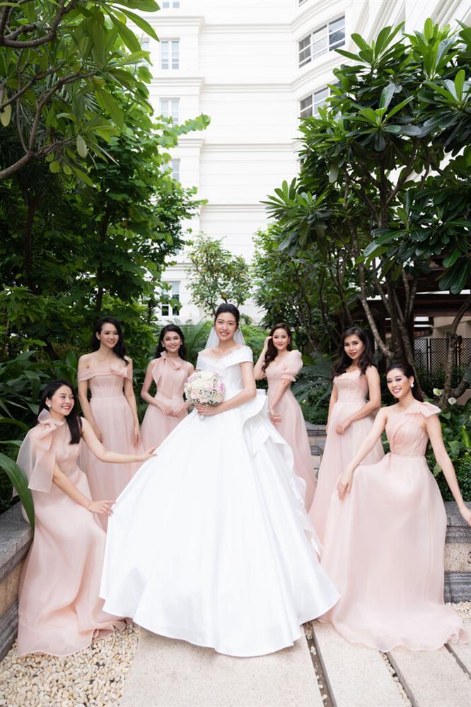SAO MẶC ĐẸP: Thúy Vân hóa công chúa - Hòa Minzy rực rỡ đúng chất chị đại Hoa dâm bụt-1
