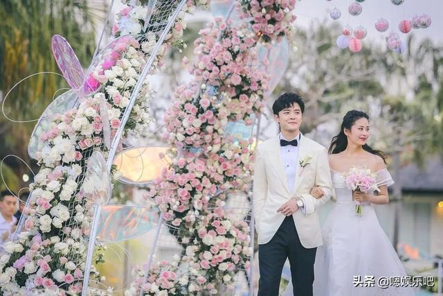 6 đám cưới ngập trong biển hoa bạc tỷ của showbiz Hoa ngữ-28